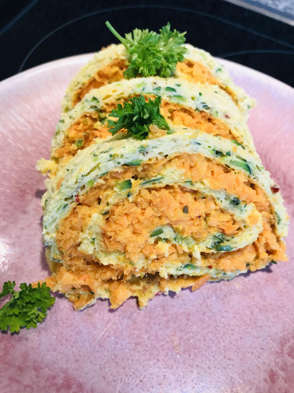 Zucchini-Rolle mit Karottenfüllung