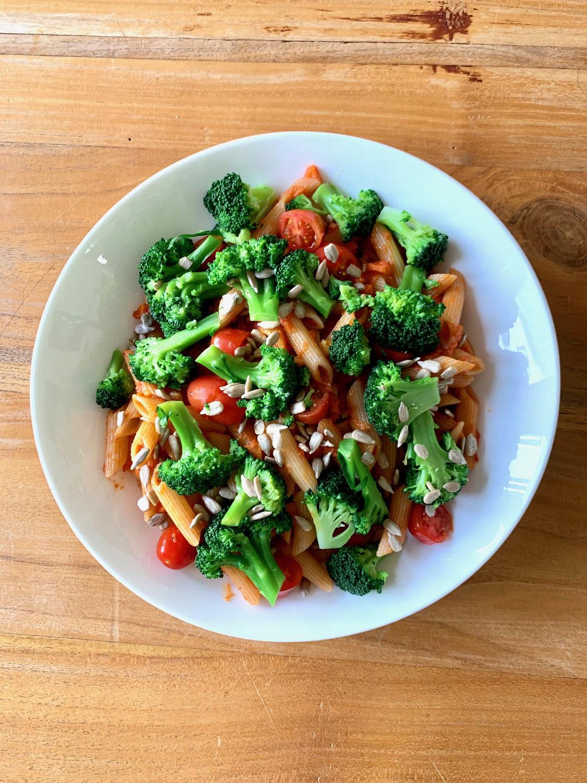Pasta mit Brokkoli in Kokos-Tomaten-Sauce