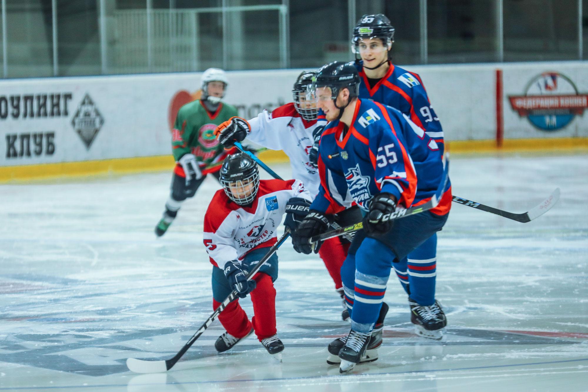На Сахалине состоялся благотворительный  хоккейный матч
