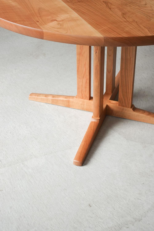 納品事例 サクラ無垢材のラウンドテーブル