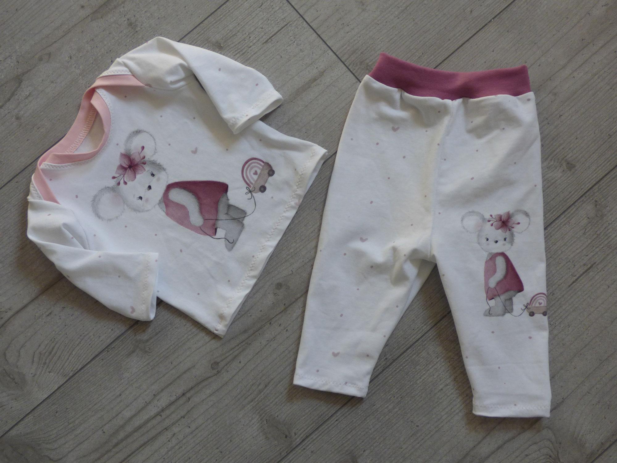 Maus Tilda auf süßem Neugeborenen-Zweiteiler