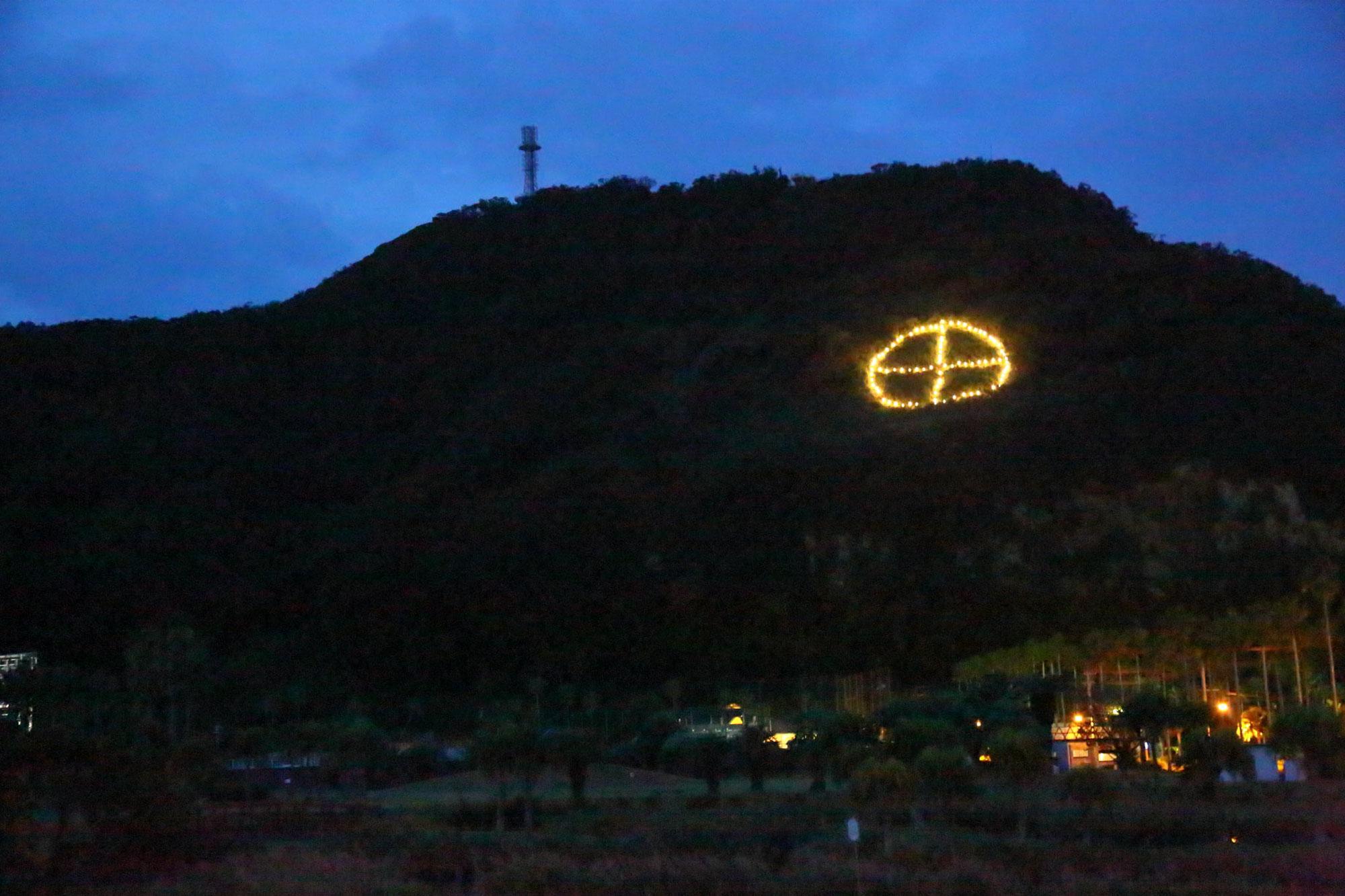 魚見岳に「丸に十の字」が点灯しました!