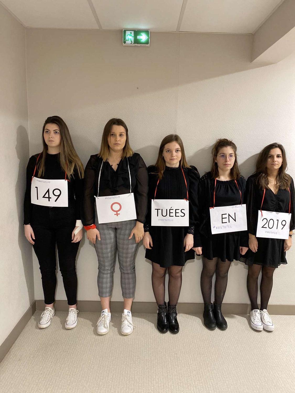 Cinq étudiantes infirmières dénoncent les violences conjugales