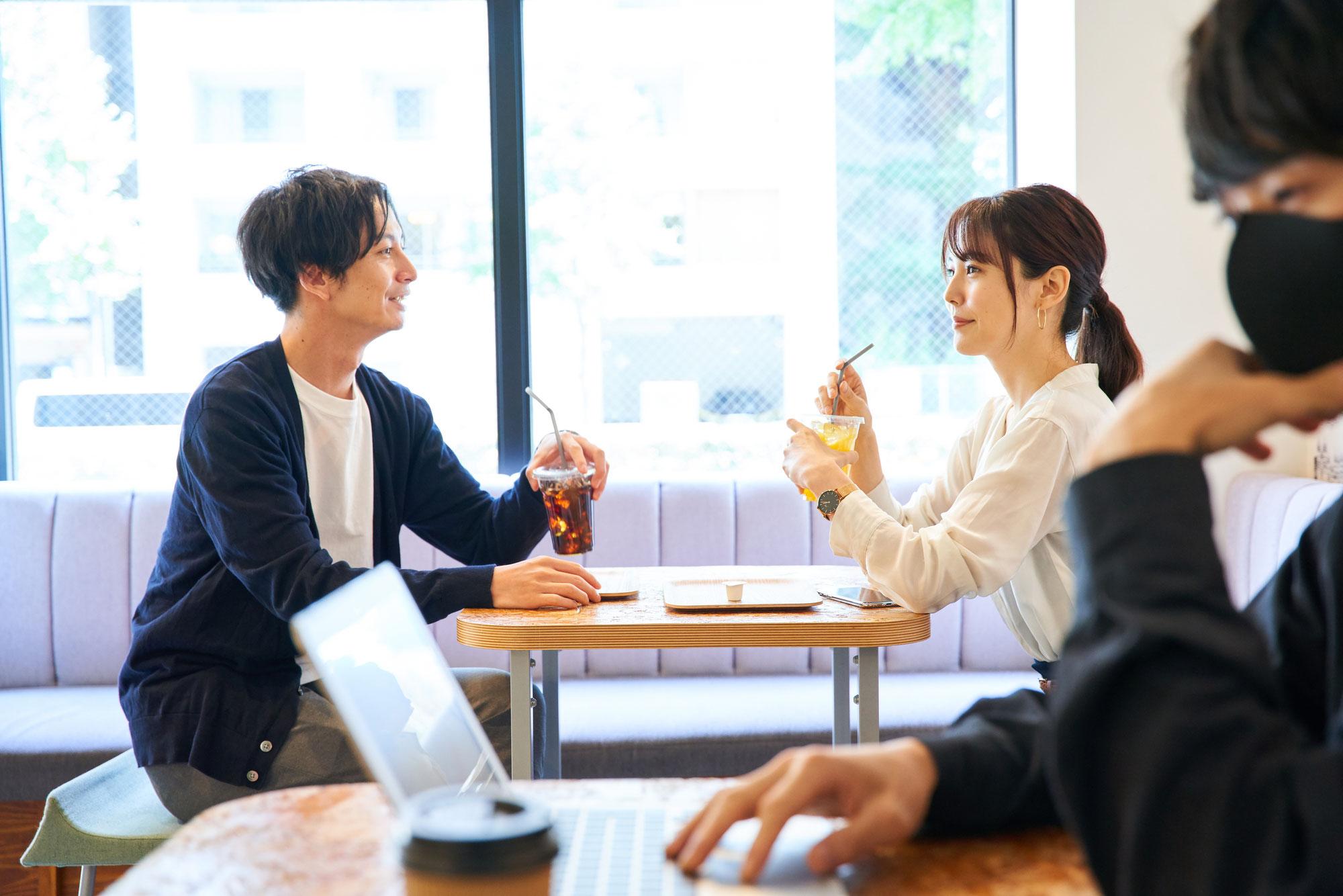 カフェで食事をしていると・・・お見合い中のお2人に遭遇!!