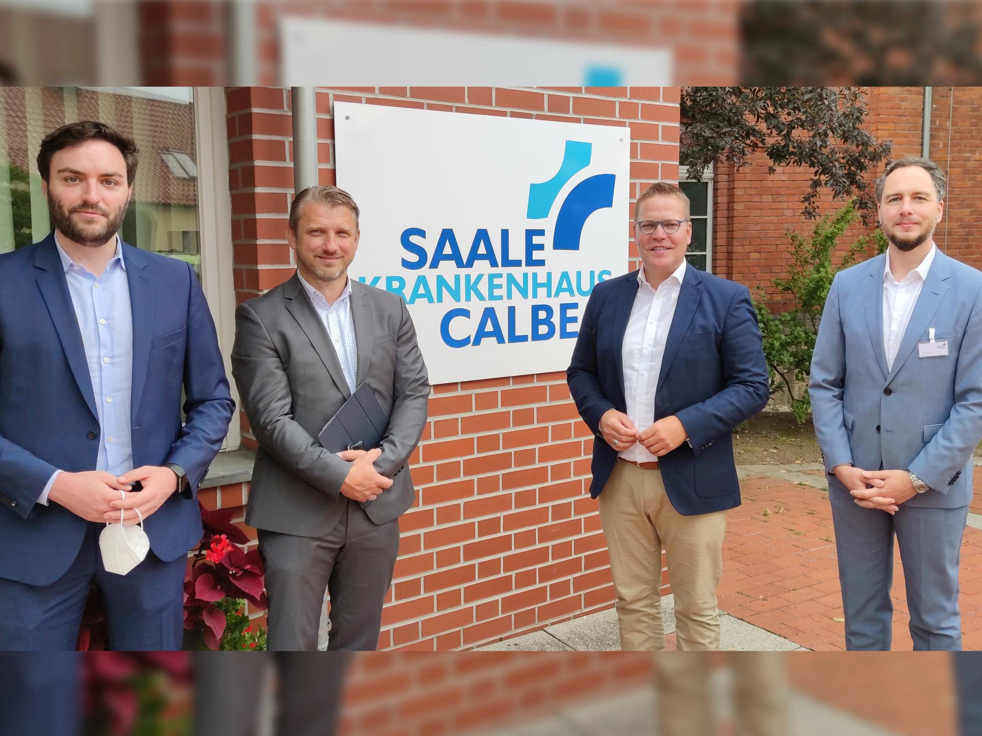 Bundestagsabgeordneter Tino Sorge und Calbenser Bürgermeister Sven Hause zu Besuch im Saale-Krankenhaus Calbe