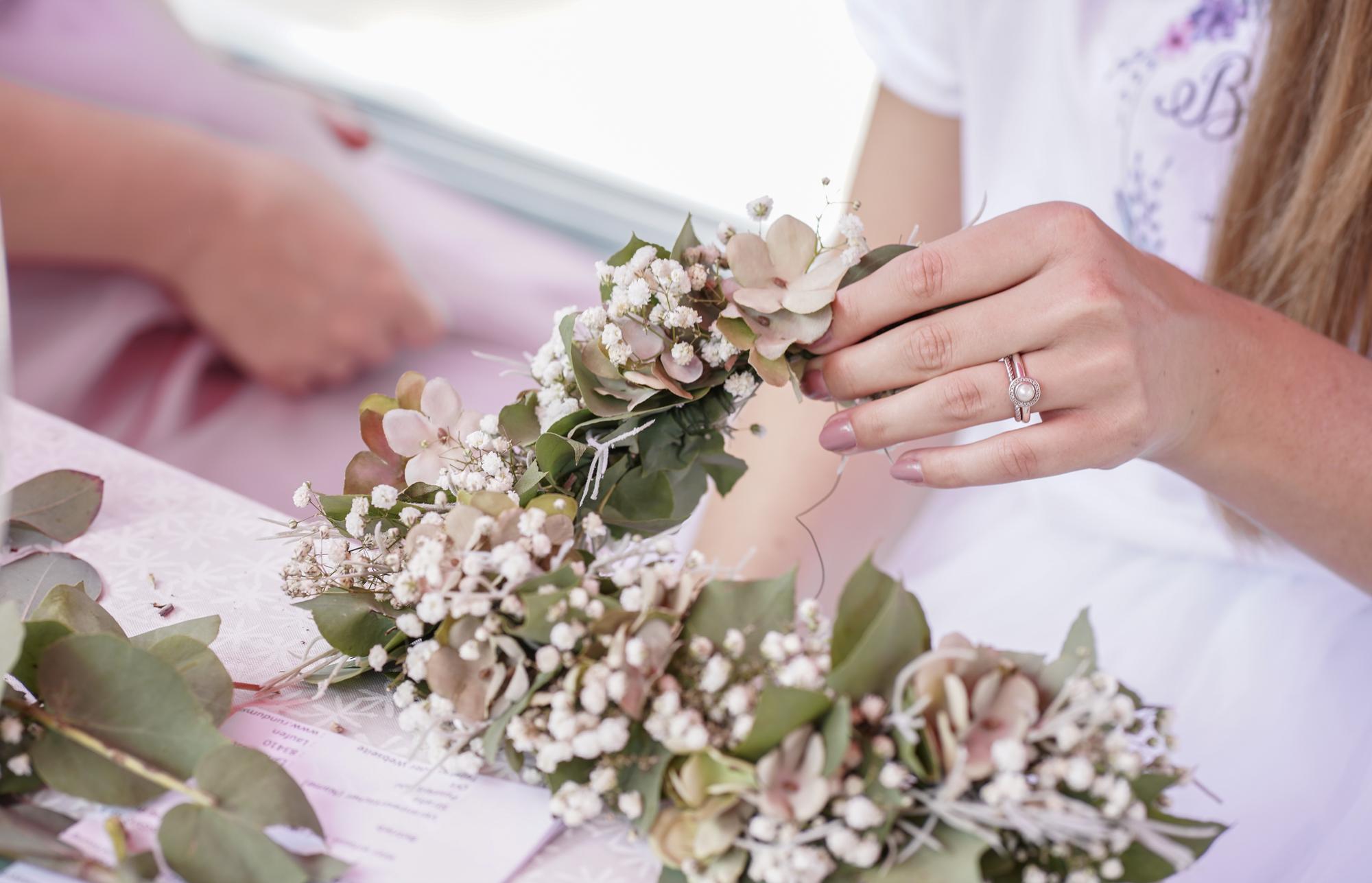 Zum JGA mal was anderes – ein Blumenhaarkranz-Workshop!