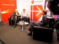 Im Müncher Fernsehstudio: Bischof Franjo Komarica, Winfried Gburek und Moderator Berthold Pelster.