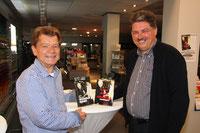 Hans-Jochen Weber war in seiner Buchhandlung gemeinsam mit der Stadtbibliothek Gastgeber für die Buchvorstellung am 10. Juni 15, mit Winfried Gburek, in Wunstorf.