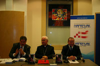 Autor Winfried Gburek, Bischof Dr. Franjo Komarica und Organisator sowie Moderator Rainhard Kloucek, Generalsekretär Paneuropabewegung Österreich
