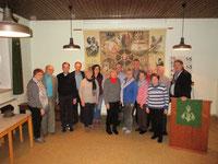 Bevölkerung aus Schneeren, die Kircheninvenatr aus ihrem Ort zum Wiederaufbau nach Banja Luka geschenkt haben.