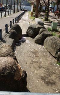 かつて流れていた猫間川(ねこまがわ)の遺構