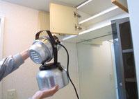 衛生害虫消毒。ULV法による薬剤噴霧