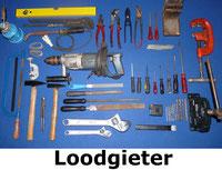 loodgietersset met boor, tangen, schroevendraaiers, klem, sleutels