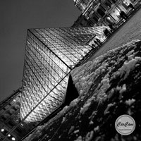 Paris, Louvres , pyramide, photo noir et blanc, art, street photography, CarCam