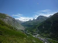 le village l'été au pied des glaciers
