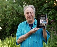 Autor Manfred Schloßer mit seinem 11. Roman