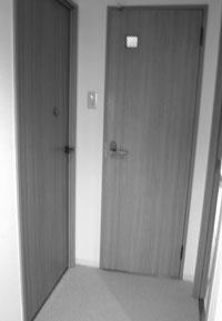 トイレ・寝室入口ドア Before マスタードリフォーム