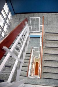 Treppenhaus mit Fallschutz