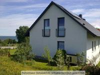 Ferienhaus Ostseeblick mit Ostsee im Hintergrund