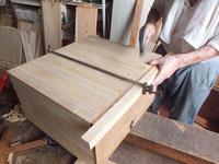 前板と向こう板を残し引出を作り直しています。