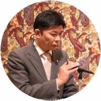 初司会の任務を努めた L.石川 恵二