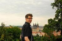 Autor Lars Gebhardt auf den Spuren Franz Kafkas in Prag