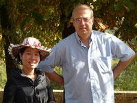 femme vietnamienne et homme français propriétaire du lieu
