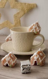 Weihnachtshäuschen als Tassenkekse
