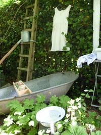 Viele alte Fundstücke im Shabby Chic finden Sie auf der offenen Gartenpforte von Sternschnuppe home & garden.