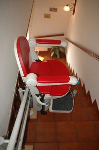 Einen Treppenlift gibt es zum Kauf oder zur Miete für fast alle Treppen