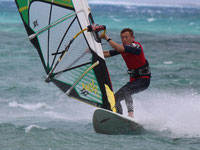 インストラクター 菅野 誠 ウインドサーフィン始めるなら神奈川県横浜市金沢区 海の公園のスピードウォール