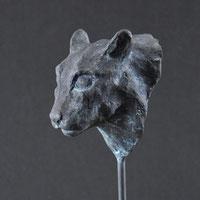 Black cat | Bronze on wood | Alexandra Kapogianni-Beth | www.bildhauerwerke-ak.de