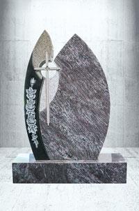 Grabstein mit Edelstahl kreuz und Rosen Verzierung