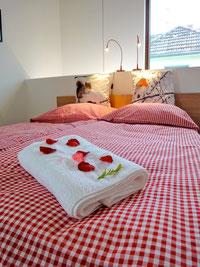 Doppelbett mit großer Matratze