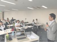 日比塾では、日比大介先生が経営学もみっちり教えてくれる、座学も充実した塾です。