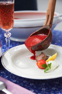rezept kalte erdbeersuppe zu rotem sekt vom weingut wassmann