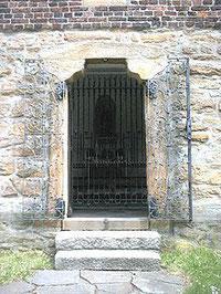 Eingand zur Pilgerkapelle Bartholomäus.