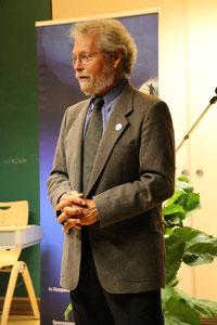 """Gary Braasch bei der Vernissage zu seiner Wanderausstellung """"Klimawandel - Eine globale Herausforderung"""" im Ökologischen Bildungszentrum in München, September 2014"""