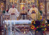 Bischöflich Geistlicher Rat Raimund Arnold feierte in Konzelebration mit Stadtpfarrer Wolfgang Häupl und Diakon Alfons Eiber den Festgottesdienst an Maria Himmelfahrt.