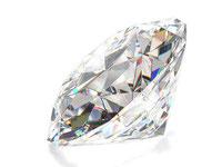 Brillanten sind Diamanten mit einem perfekt-symmetrischen und runden Schliff.