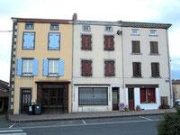 Quelques-uns des commerces fermés à Paulhaguet en Auvergne