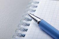 Notizblock und Kugelschreiber