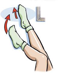 Eine schnelle und sehr effektive Art die Beine zu entstauen. Legen Sie sich auf den Rücken und stützen Sie die Beine an die Wand
