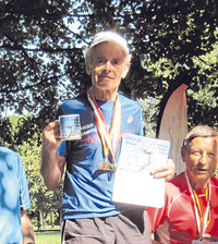 Der 79-jährige Werner Stöcker gewann den Titel bei der Deutschen Meisterschaft im 24-Stunden-Lauf in Bottrop