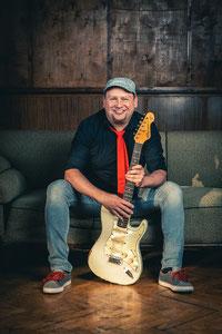Niko Smolny, Rhythmusgitarrist bei The Facility