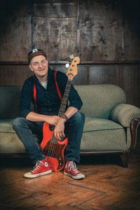 Daniel Schubert, Bassist und Sänger bei The Facility