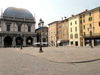 ロッジャの広場