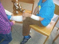 Kinder trainieren Erste Hilfe