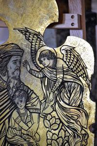Abraham mit Isaak auf einer Messingplatte: Ausschnitt einer alten Altarverkleidung von 1900   (Foto: A. Schmitz)