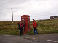 Die berühmte Telefonzelle - Start zum Isle Skye Trail